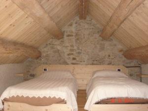 camera in legno stile baita