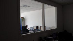restyling ufficio con finestrati in legno