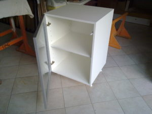mobile da cucina con ante alluminio - vetro