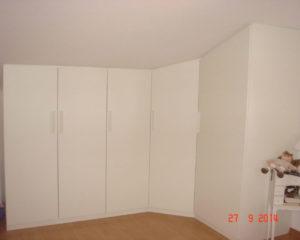 armadio ad angolo per mansarda