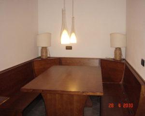 tavolo e panche su misura in legno per taverna