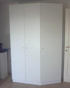 armadio con anta a 45° per lavanderia